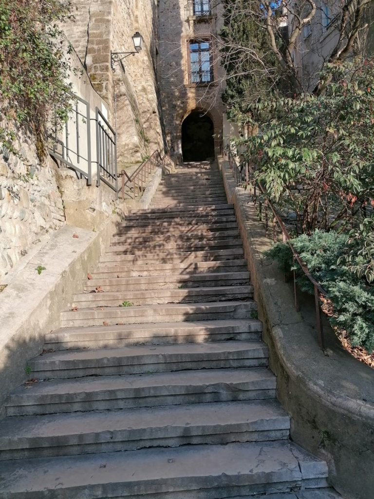 Escaliers menant vers la Cathédrale