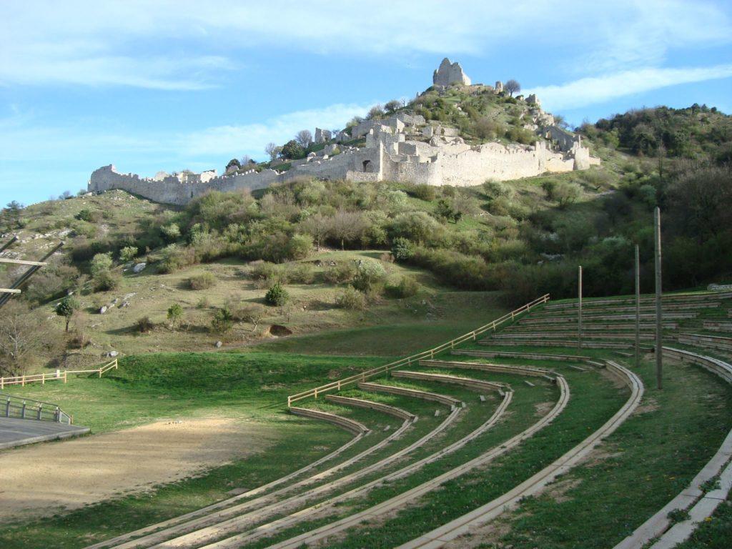 Crussol et son amphithéâtre